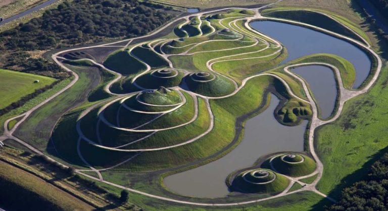 În Scoția a fost amenajată Grădina speculațiilor cosmice (6 foto)
